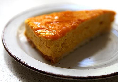 Käse Kuchen mit Aprikosenmarmelade